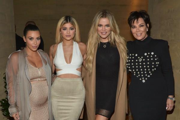 A empresária Kris Jenner com as filhas: Kim Kardashian, Kylie Jenner e Khloé Kardashian (Foto: Getty Images)
