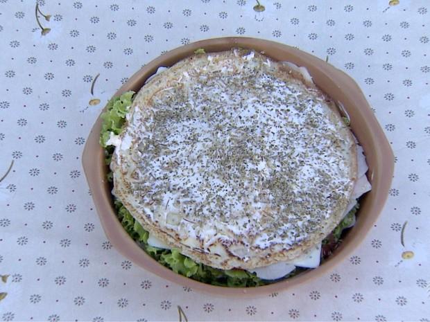 Salada de Panqueca (Foto: Reprodução/TV Fronteira)