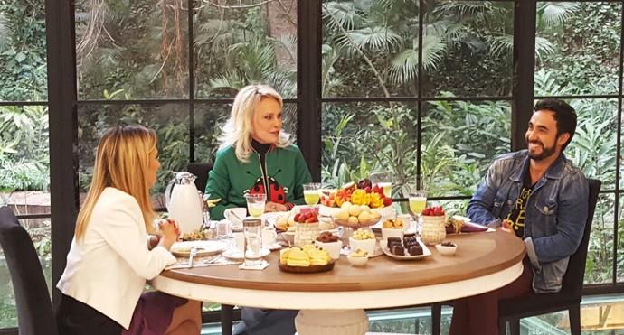 Tatá Werneck e Gabriel Godoy tomam café da manhã no 'Mais Você' (Foto: Ivo Madoglio/TV Globo)