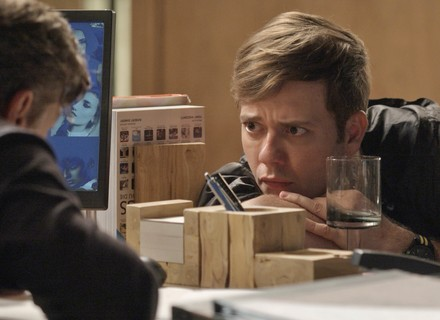 Arthur revela que não pode ser o pai do bebê de Carol