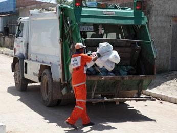 Caminhões do lixo são monitorados por GPS, e população pode acompanhar o serviço (Foto: Valter Andrade/ Prefeitura de Jaboatão)