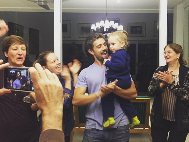 Sônia Bridi, Mariana Bridi e Rafael Cardoso comemoram o aniversário de dois anos de Aurora (Foto: Instagram/ Reprodução)
