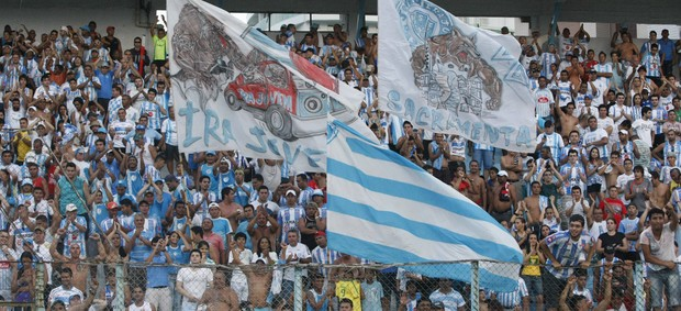 A torcida compareceu em bom número para a partida de estreia do Paysandu (Foto: Marcelo Seabra/O Liberal)