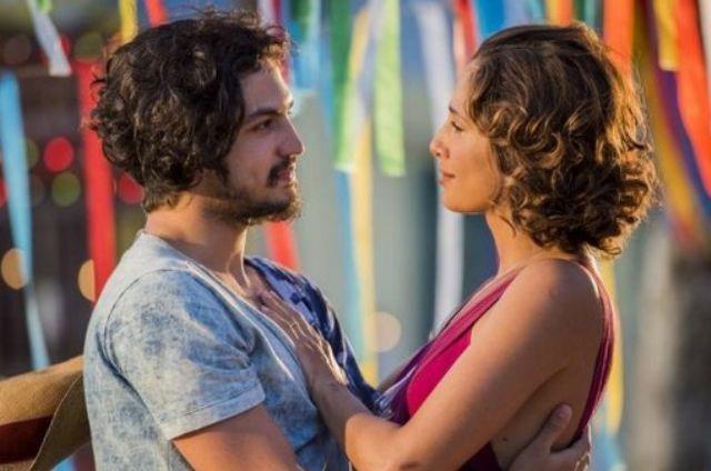 Gabriel Leone e Camila Pitanga em cena de 'Velho Chico' (Foto: Caiuá Franco/ TVGlobo)