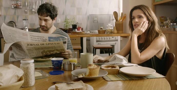 Caco Ciocler e Ingrid Guimarães vivem casal em crise no filme (Foto: Divulgação)