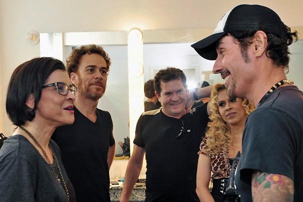 Bastidores foram também locais de grandes encontros: Marina, Nando Reis, a banda Calypso e Dinho Ouro Preto (Foto: Reinaldo Marques/Rede Globo)