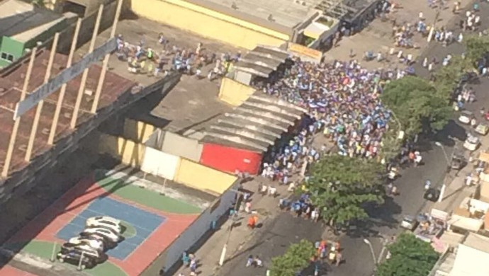 Movimentação das torcidas no Estádio Rei Pelé (Foto: Divulgação/ SSP-AL)