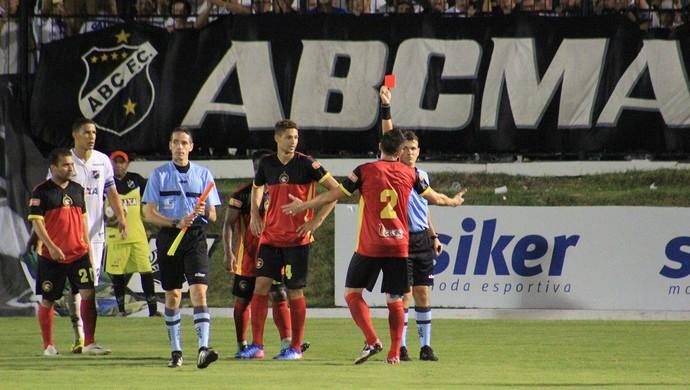 ABC x Globo FC, no Estádio Frasqueirão - expulsão Echevería e Ângelo (Foto: Fabiano de Oliveira/GloboEsporte.com)