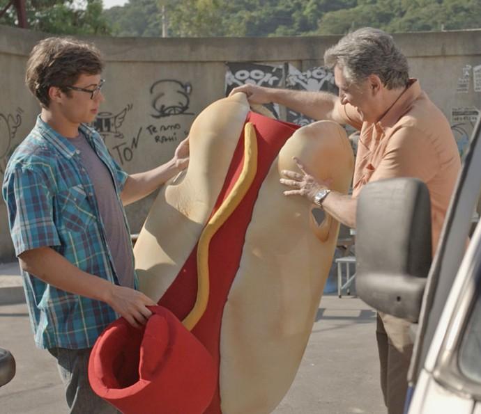 Será que Fil vai ter coragem de aparecer para Nanda assim? (Foto: TV Globo)