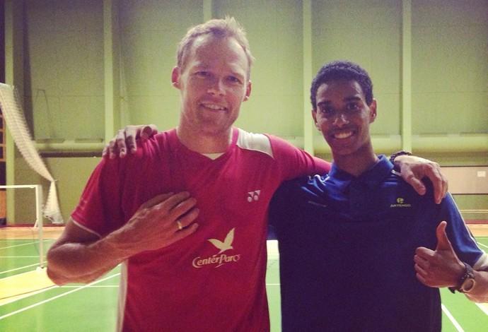Ygor Coelho ao lado de atleta dinamarquês, que já foi o quinto melhor do mundo na modalidade (Foto: Reprodução/Facebook)