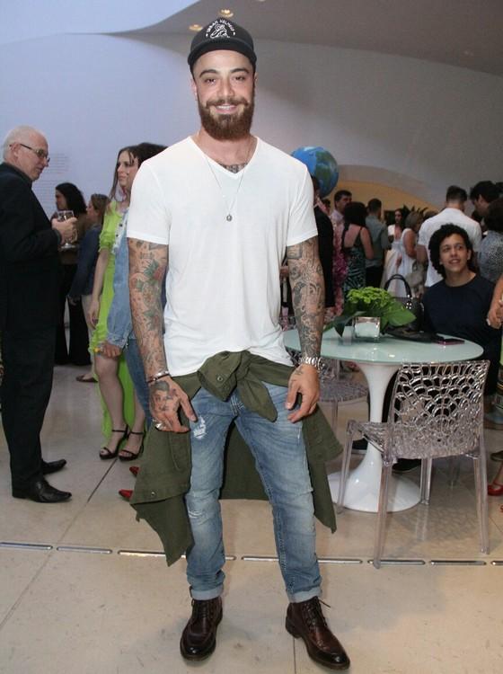 Felipe Tito chamou a atenção com suas cerca de trinta tatuagens (Foto: AG. News)