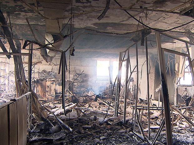 Incêndio atinge prédio do INSS no município de Candeias, na Bahia (Foto: Imagem/ TV Bahia)