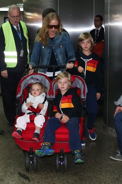 Angélica e Luciano Huck com os filhos (Foto: Manuela Scarpa / Foto Rio News)