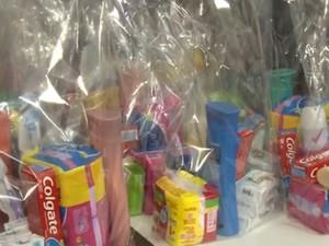 Doações são de produtos femininos (Foto: Reprodução/RBS TV)