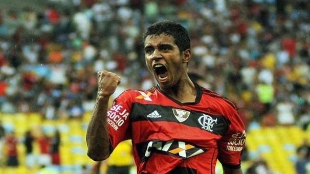 Gabriel comemora gol da vitória no polêmico clássico contra o Vasco (Foto: Globoesporte.com)