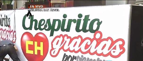 Cartaz em homenagem a Roberto Bolaños (Foto: Reprodução/Televisa)