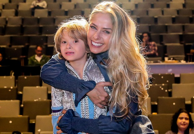 Adriane Galisteu e Vittorio (Foto: Manuela Scarpa/Brazil News)