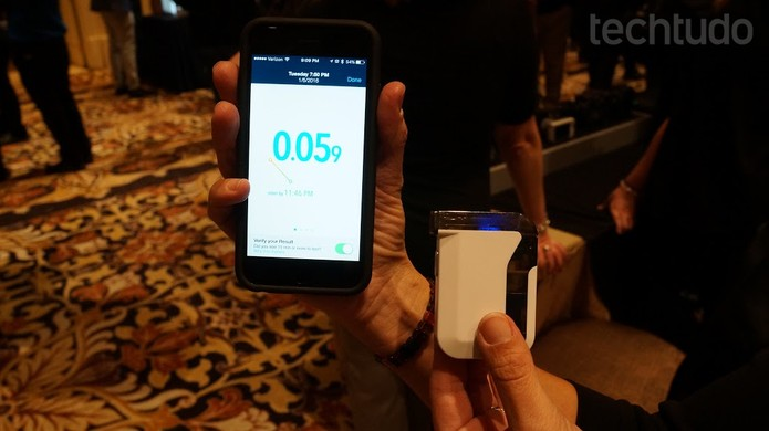 Bafômetro para smartphones (Foto: Marlon Câmara / TechTudo)