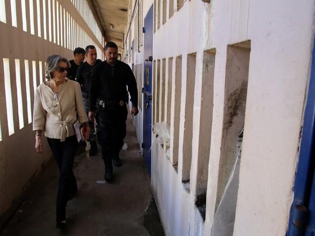 Ministra Cármen Lúcia durante vista ao Complexo Penitenciário da Papuda (Foto: Gláucio Dettmar/CNJ)