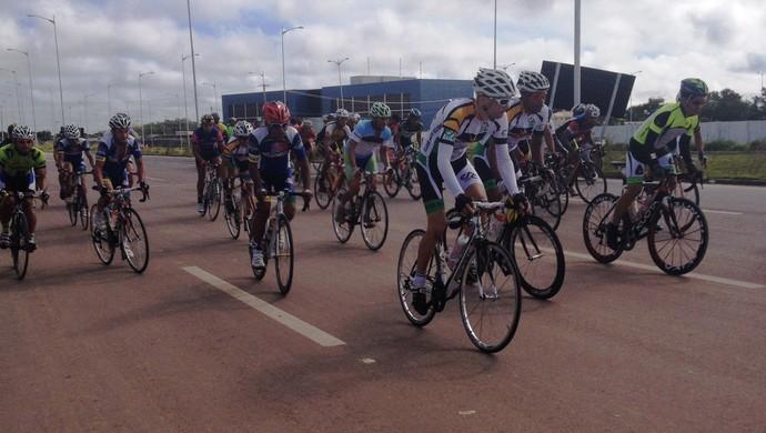 Copa Amapá de Ciclismo é disputada no circuito da rodovia Norte/Sul, em Macapá (Foto: Wellington Costa/GE-AP)