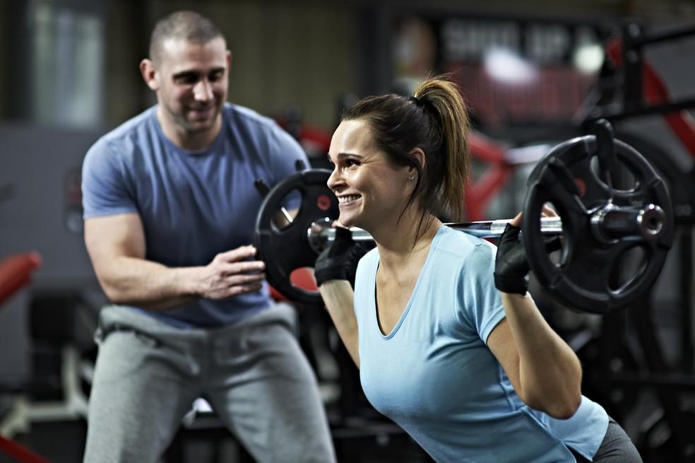 Para cada pessoa, há um tipo de treino que deve ser orientado por um professor (Foto: Getty Images)