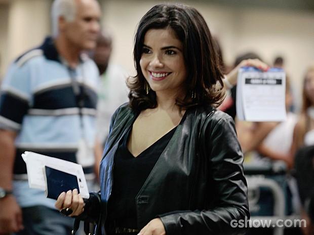 Vanessa Giácomo estava sorridente nos bastidores das gravações (Foto: Pedro Curi/TV Globo)