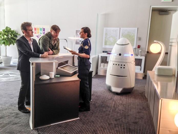 Policial em formato de robô pode ajudar em patrulhas e dar alertas (Foto: Divulgação)