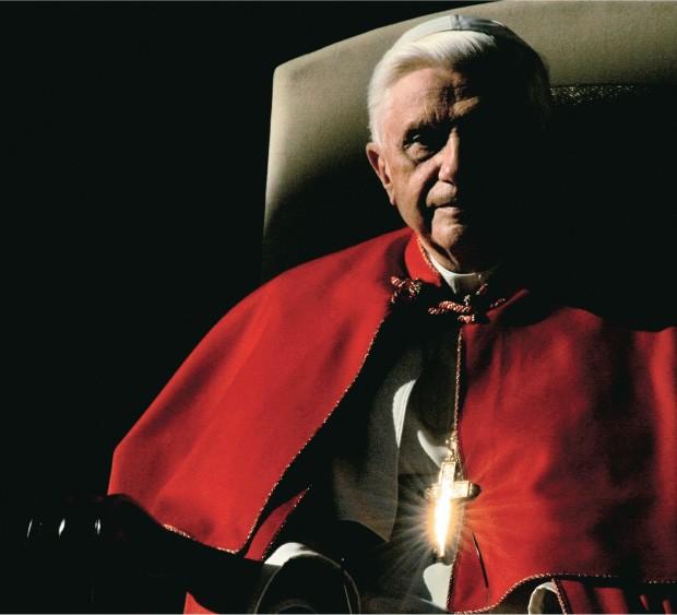 MENSAGEM CLARA Bento XVI em 2005, primeiro ano de seu pontificado. Um papado dedicado às questões da fé cristã  (Foto: Vincenzo Pinto/AFP)