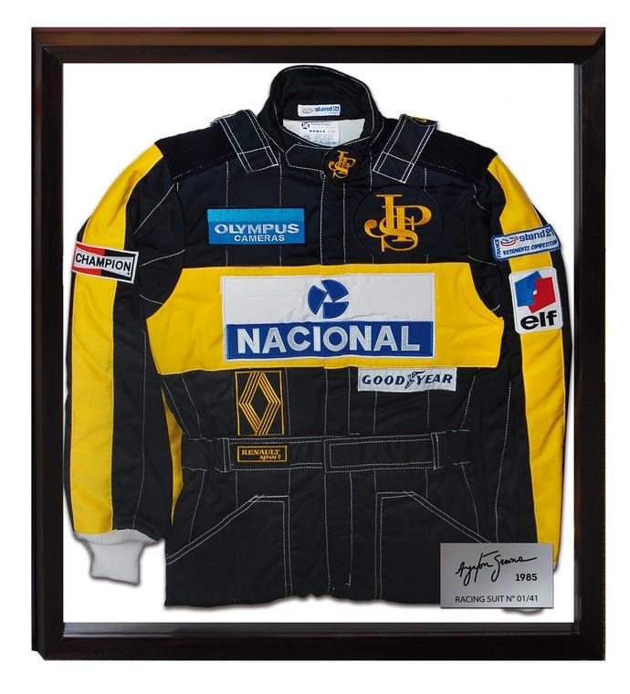 Edição com réplica do macacão de Ayrton Senna no GP de Portugal de 1985 é limitada a 41 peças (Foto: Divulgação)