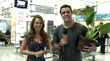"""Mariana Ximenes ganha um """"Pacová"""" do Vídeo Show"""