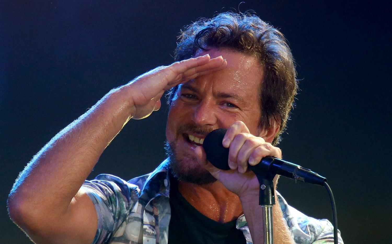 """Eddie Vedder, líder da banda Pearl Jam, é outro que se declarou a favor da legalização e da regularização do aborto. """"Não é brincadeira. Não é uma questão religiosa. Trata-se do futuro da mulher"""". Ele também considera a sociedade atual """"dominada por homens"""". (Foto: Getty Images)"""