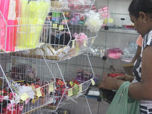 Lojas de acessórios foram as mais procuradas no Centro de Teresina (Foto: Juliana Gomes/G1)