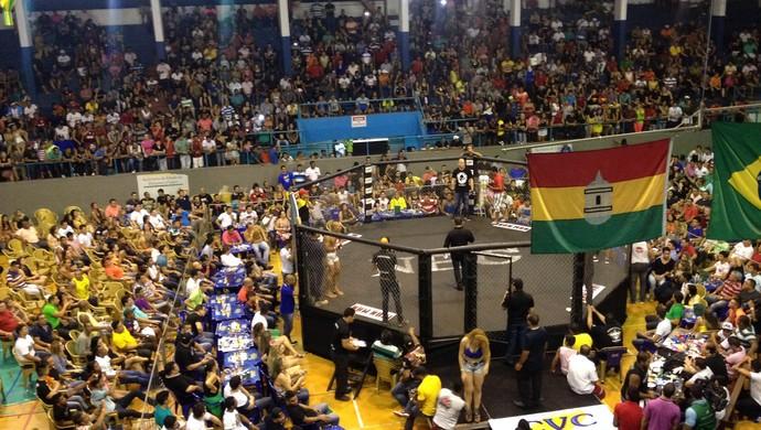 Iron Man de MMA lota ginásio Avertino Ramos, no AP (Foto: Rafael Moreira/GE-AP)