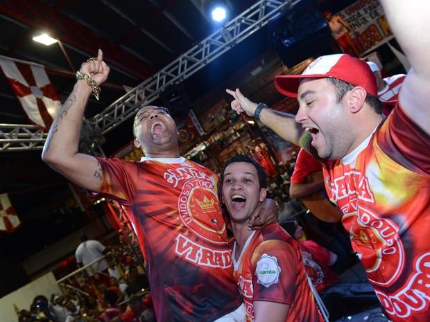 Dudu Nobre comemora a vitória na disputa do samba da Viradouro (Foto: Diego Mendes / Divulgação)