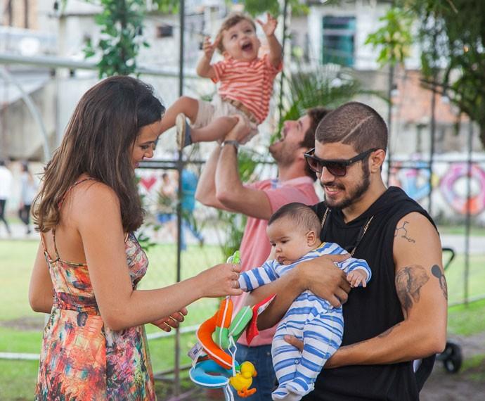 O clima é de paz em Paraisópolis. Famílias felizes! :) (Foto: Artur Meninea/Gshow)
