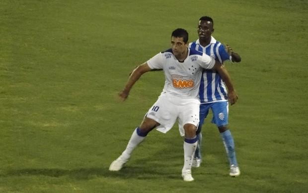Diego Souza abriu o marcador no Rei Pelé (Foto: Marco Antônio Astoni / Globoesporte.com)