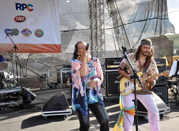 A Matilda Rock Band foi a primeira a subir no palco e movimentar o público (Foto: Roger Santmor/RPC)