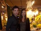 Sidney Sampaio e Carol Nakamura visitam feira de casamento