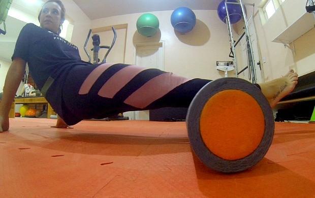 Karina Quadros sente dores na panturrila após simulado de prova de triathlon (Foto: Karina Quadros/Arquivo Pessoal)