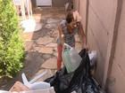 Projeto de reciclagem troca lixo por vale-compras em Alpinópolis, MG