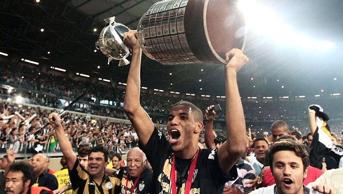 Leonardo Silva Atlético-MG festa título Libertadores (Foto: Reuters)