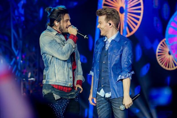 Luan Santana e Michel Teló durante show em Curitiba (Foto: Manuela Scarpa/Brazil News)