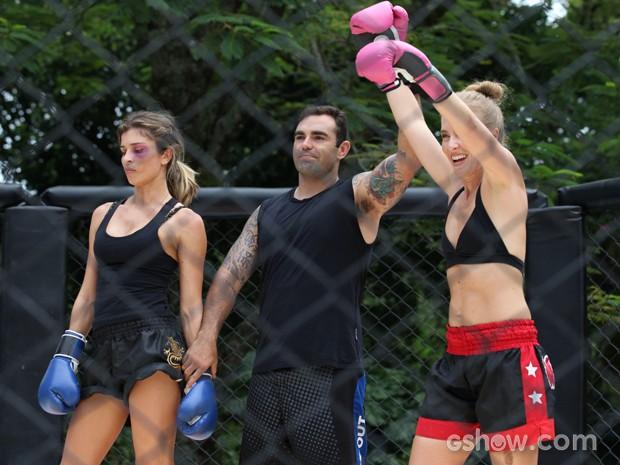 Angélica leva a melhor no combate com Grazi (Foto: TV Globo/Carol Caminha)