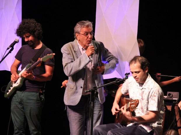 Caetano Veloso canta com o filho Moreno Veloso no Rio (Foto: Foto Rio News)