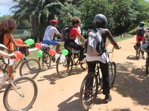 Grupo de alunas fez pedalada no parque de Pituaçu, em Salvador (Foto: Divulgação/ Preta, vem de Bike)