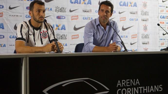 Edu Dracena é apresentado no Corinthians (Foto: Daniel Augusto Jr / Agência Corinthians)