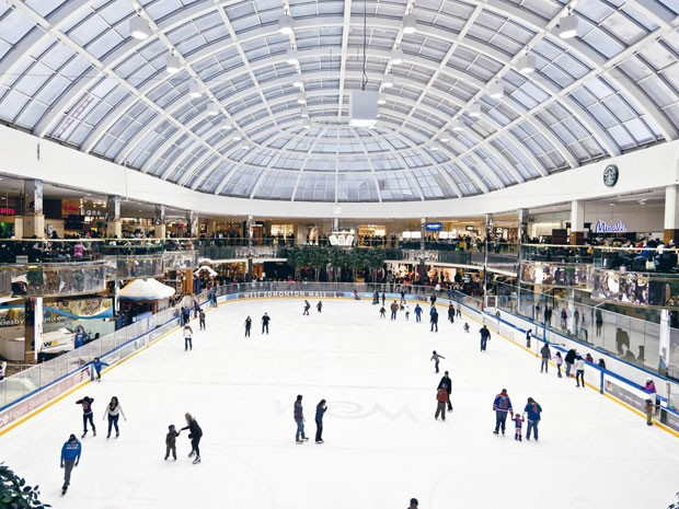 Pista de gelo do shopping West Edmonton Mall, no Canadá (Foto: West Edmonton Mall/ Divulgação)