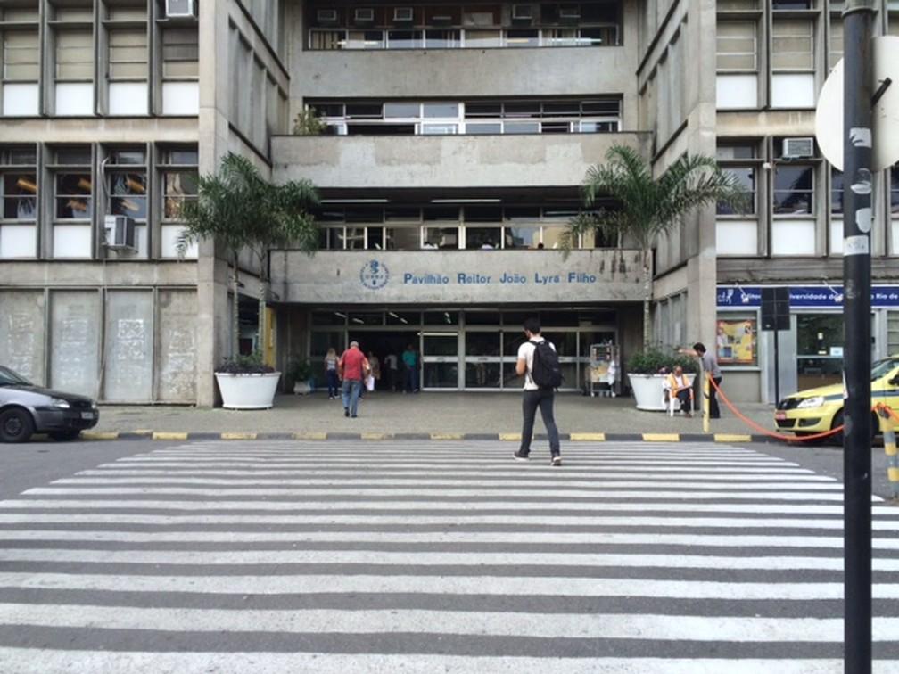 Entrada do prédio principal do Campus Maracanã da Uerj (Foto: Cristina Boeckel/ G1)