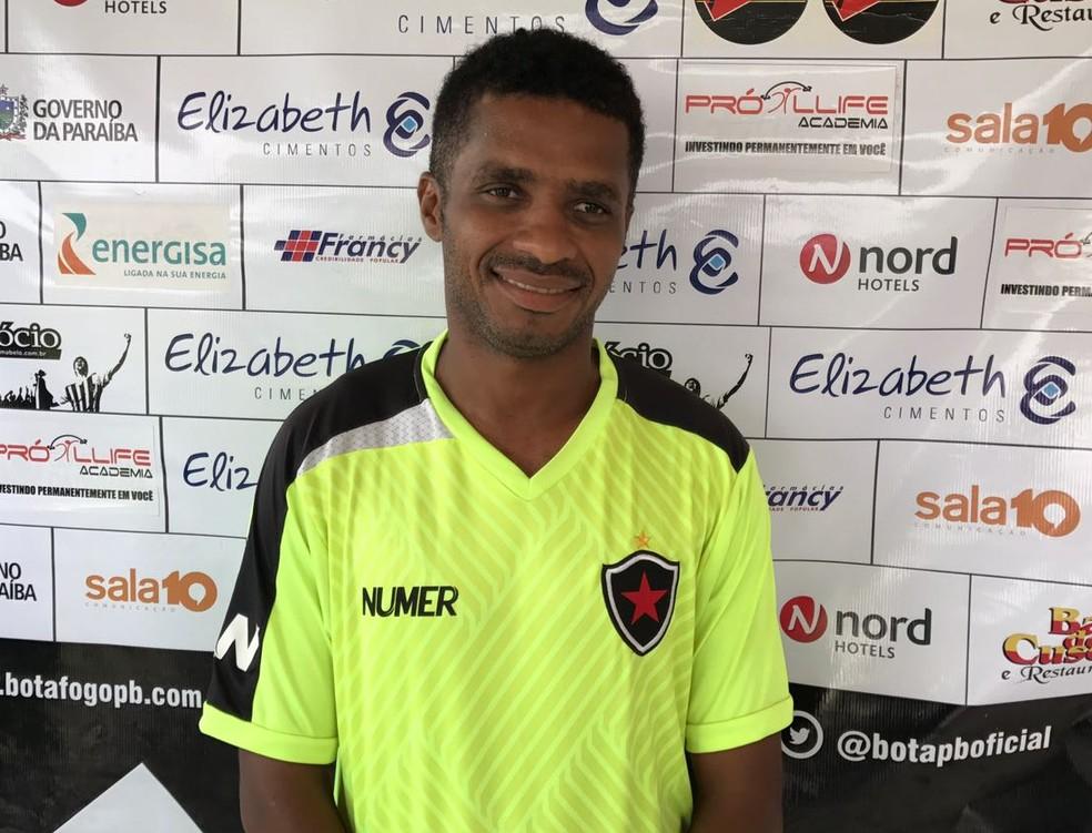 Marcinho está no Botafogo-PB desde o início do ano passado e espera um desempenho ainda melhor na Série C de 2017 (Foto: Lucas Barros / GloboEsporte.com)