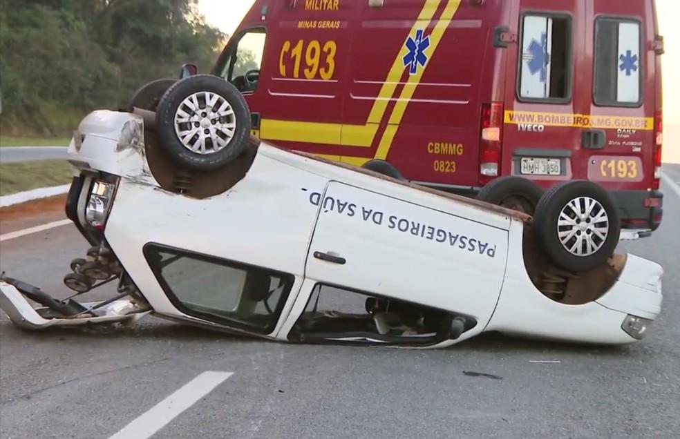 Carro da prefeitura de São Sebastião do Paraíso (MG) em que menino de 3 anos era transportado não tinha cadeirinha (Foto: Reprodução EPTV)